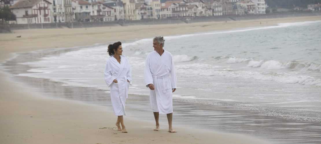 photo couple sur la plage à Saint Jean de Luz