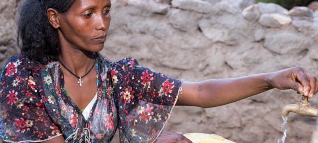 photo femme sécheresse pays