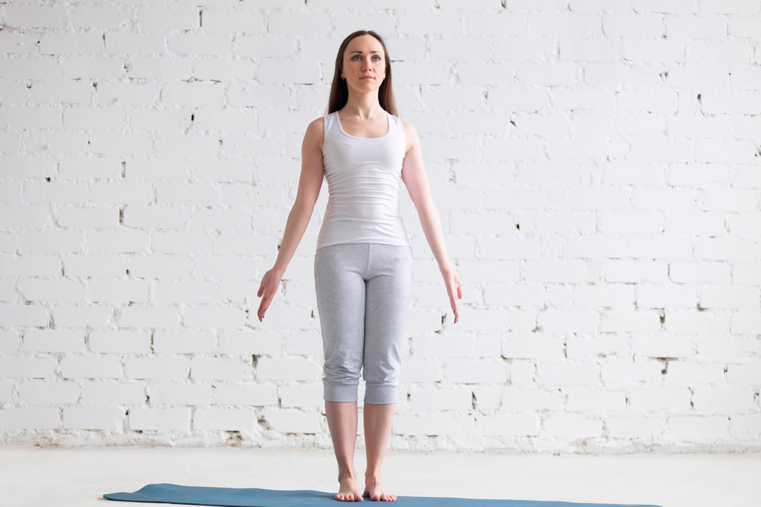 yoga facile 50 ans, postures faciles à réaliser