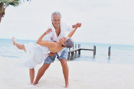 photo couple heureux plage