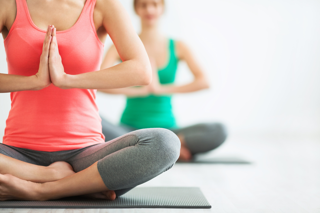 5 exercices de yoga hormonal pour mieux vivre sa ménopause