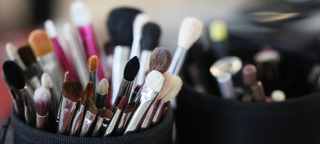 make-upborstels schoonmaken