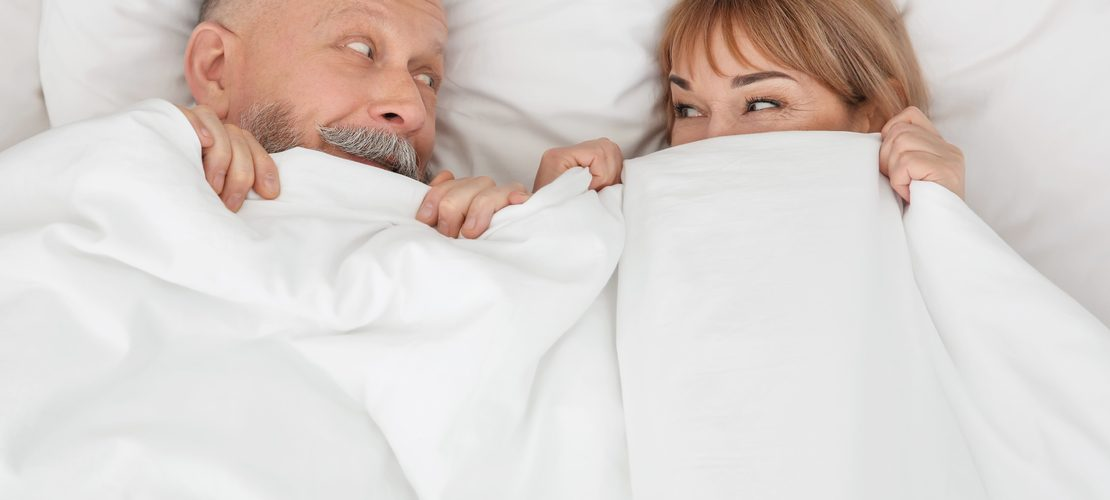 Hoe naakt slapen ervoor kan zorgen dat je afvalt (+ de andere voordelen)
